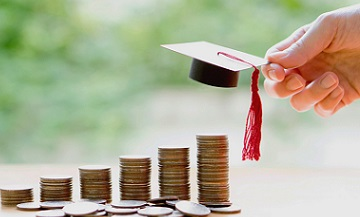 Top 10 tips for students on how to cut costs and boost savings.